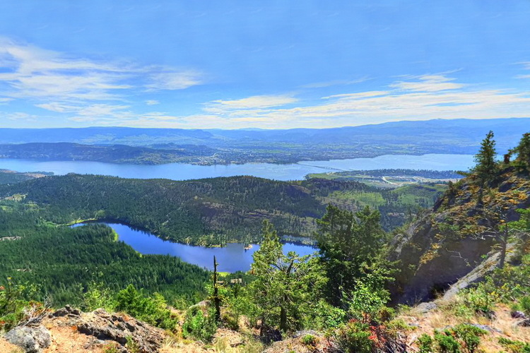 Vista de Kelowna y Okanagan Lake, British Columbia, Canada